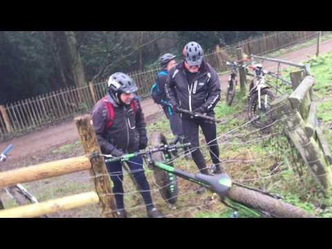 Fat bike catturata da una recinzione elettrica!